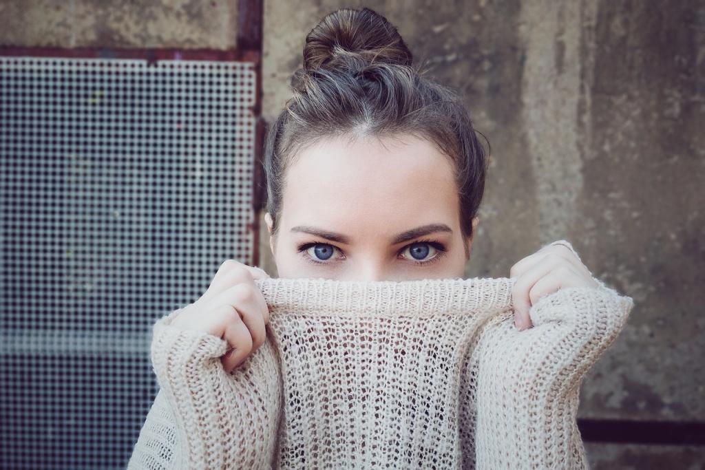 dziewczyna z zakrytą twarzą