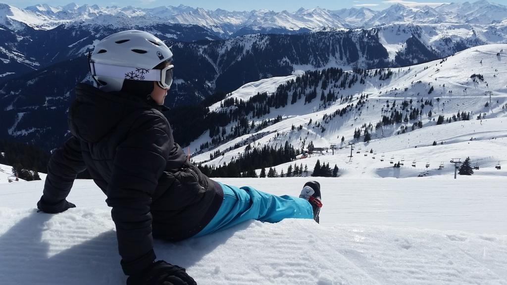 dziewczyna na stoku narciarskim