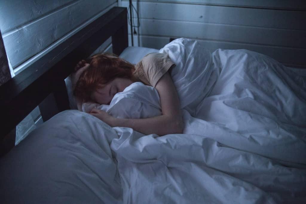 dziewczyna podczas snu